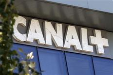 <p>Canal+, filiale de Vivendi, a pris jeudi le contrôle des chaînes de télévision Direct 8 et Direct Star du groupe familial Bolloré. L'opération permet au groupe de Vincent Bolloré de détenir 4,41% du capital de Vivendi. /Photo d'archives/REUTERS/Charles Platiau</p>