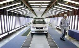 <p>Usine Toyota à Tianjin, en Chine. Les ventes de Toyota en Chine ont chuté d'environ 40% en septembre par rapport à l'an dernier, les constructeurs japonais subissant de plein fouet les conséquences d'un différend territorial entre Tokyo et Pékin. /Photo d'archives/REUTERS/Wilson Chu</p>