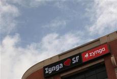 <p>Zynga fait partie des valeurs à suivre vendredi à Wall Street. Le concepteur de jeux vidéo pour réseaux sociaux a revu à la baisse sa prévision 2012 pour la deuxième fois de l'année, en raison des mauvaises performances de ses jeux en temps réel sur internet et d'une dépréciation sur une acquisition. /Photo prise le 26 avril 2012/REUTERS/Robert Galbraith</p>