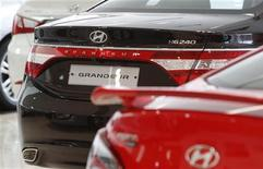 <p>Les commandes de voitures ont chuté de de 10,8% en septembre en France, le recul le plus marqué depuis douze mois. Seul le coréen Hyundai continue de tirer son épingle du jeu avec un bond de 40% de ses prises de commandes. /Photo d'archives/REUTERS/Kim Hong-Ji</p>