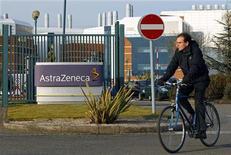 <p>AstraZeneca, numéro deux britannique de la pharmacie derrière GlaxoSmithKline, publie jeudi une baisse de 19% de son chiffre d'affaires au troisième trimestre, une chute plus marquée qu'attendu. /Photo d'archives/REUTERS/Darren Staples</p>