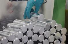 <p>Saft a révisé jeudi en forte baisse son objectif de chiffre d'affaires pour 2012 ainsi que sa prévision de marge d'Ebitda en raison du contexte économique difficile. /Photo d'archives/REUTERS/Régis Duvignau</p>
