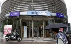 <p>Belgacom, le premier opérateur télécoms en Belgique, a annoncé vendredi avoir relevé ses prévisions 2012 à la suite de résultats du troisième trimestre supérieurs aux attentes. /Photo d'archives/REUTERS/Thierry Roge</p>