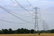 <p>A Cobham, dans le sud de l'Angleterre. La filiale britannique d'EDF va augmenter de 10,8% des tarifs du gaz et de l'électricité facturés aux particuliers à partir du 7 décembre. /Photo d'archives/REUTERS/Luke MacGregor</p>