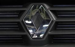 <p>Renault est l'une des valeurs à suivre à la Bourse de Paris alors que son PDG Carlos Ghosn animera une conférence à 11h sur l'évolution de la stratégie produit du groupe. /Photo prise le 15 mai 2012/REUTERS/Maxim Shemetov</p>