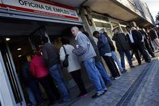 <p>Agence pour l'emploi, à Madrid. Le nombre de personnes sans emploi a augmenté de 2,7% en octobre comparé au mois dernier, selon les chiffres du ministère du Travail. /Photo prise le 5 novembre 2012/REUTERS/Susana Vera</p>