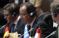 <p>François Hollande au sommet Europe-Asie, à Vientiane, au Laos. Le chef de l'Etat a appelé les partenaires asiatiques de la France à renoncer à une concurrence déloyale par le biais de monnaies nationales sous-évaluées. /Photo prise le 5 novembre 2012/REUTERS/Sukree Sukplang</p>
