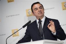 <p>Carlos Ghosn, PDG de Renault, a annoncé la signature d'un partenariat avec le britannique Caterham pour relancer l'Alpine. La renaissance de l'emblématique marque sportive intervient dans un contexte délicat pour le constructeur sur fond de chute des ventes en Europe. /Photo prise le 5 novembre 2012/REUTERS/Julien Muguet</p>