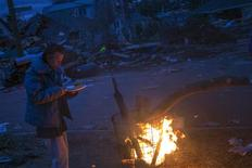 <p>A Staten Island. Une semaine après le passage dévastateur de l'ouragan Sandy, les écoles devaient rouvrir leurs portes à New York et la vie devait revenir progressivement à la normale lundi dans le nord-est des Etats-Unis, où près de 2 millions de personnes restent toujours privées d'électricité. /Photo prise le 4 novembre 2012/REUTERS/Adrees Latif</p>