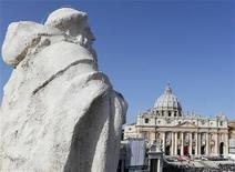 <p>Imagen de archivo de la plaza San Pedro en El Vaticano, oct 21 2012. El ex mayordomo del Papa Benedicto XVI, que fue encarcelado por robar y filtrar documentos clasificados del pontífice, se negó a que técnicos revisen la computadora que utilizó durante seis años antes de ser arrestado. REUTERS/Stefano Rellandini /Files</p>