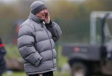 <p>L'entraîneur des Red Devils, Alex Ferguson. Manchester United, le FC Barcelone, Porto et, plus surprenant, Malaga peuvent se qualifier dès cette semaine pour les huitièmes de finale de la Ligue des champions. /Photo prise le 22 octobre 2012/REUTERS/Phil Noble</p>