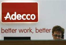 <p>Le numéro un mondial du travail temporaire Adecco fait état d'une nouvelle baisse de son chiffre d'affaires au troisième trimestre, conséquence du ralentissement économique en Europe. /Photo d'archives/REUTERS/Christian Hartmann</p>