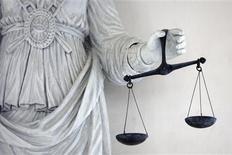 <p>Un père de famille a été condamné mardi à trois ans de prison dont 18 mois ferme par le tribunal correctionnel de Lyon pour avoir frappé un enseignant le 9 octobre dernier au lycée lyonnais de la Duchère. /Photo d'archives/REUTERS/Stéphane Mahé</p>