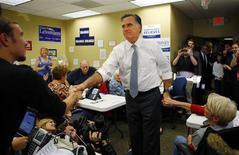 <p>Le candidat républicain Mitt Romney a remporté l'Etat du Kentucky qui compte huit grands électeurs lors de l'élection présidentielle américaine mardi, selon des projections de la chaîne CNN. /Photo prise le 6 novembre 2012/REUTERS/Brian Snyder</p>