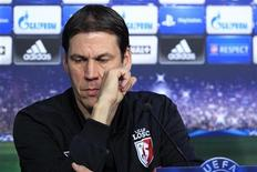 <p>Rudy Garcia, le coach du Losc. Lille s'en va défier mercredi soir le Bayern Munich en Ligue des champions et sait devoir faire preuve de panache pour bousculer un hôte qu'il n'avait pas inquiété il y a deux semaines dans le Nord. /Photo prise le 22 octobre 2012/REUTERS/Pascal Rossignol</p>