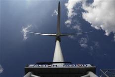 <p>Alstom annonce des résultats en nette hausse et un bond de 19% de ses prises de commandes au premier semestre 2012-2013 tandis que le flux de trésorerie disponible du groupe, surveillé de près par le marché, est redevenu positif. /Photo prise le 19 mars 2012/REUTERS/Stéphane Mahé</p>
