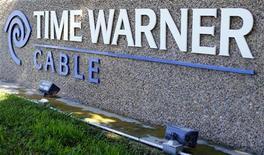 <p>Time Warner a publié des bénéfices en hausse et meilleurs que prévu au titre du troisième trimestre, grâce à ses activités dans les réseaux câblés qui ont compensé un recul de ses revenus dans le cinéma et la télévision. Le propriétaire de réseaux câblés et des chaînes HBO et CNN a réalisé un bénéfice trimestriel net de 838 millions de dollars contre 822 millions un an plus tôt. /Photo prise le 5 novembre 2012/REUTERS/Mike Blake</p>