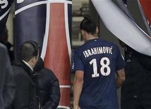 <p>L'attaquant parisien Zlatan Ibrahimovic s'est vu infliger mercredi une suspension ferme de deux matches par la commission de discipline de la Ligue de football professionnel (LFP) pour un geste jugé dangereux, samedi, contre Saint-Etienne. /Photo prise le 3 novembre 2012/REUTERS/Cedric Lecocq</p>
