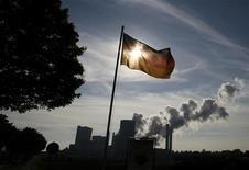 <p>La croissance de l'Allemagne a ralenti à +0,2% au troisième trimestre, après +0,3% au deuxième. /Photo prise le 11 octobre 2012/REUTERS/Wolfgang Rattay</p>
