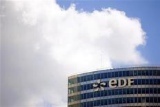 """<p>EDF, à suivre jeudi à la Bourse de Paris. HSBC a relevé a abaissé son conseil sur l'opérateur de """"surpondérer"""" à """"neutre"""". /Photo d'archives/REUTERS/Charles Platiau</p>"""