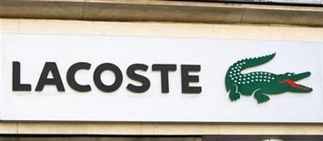 <p>Le groupe familial suisse Maus Frères a réalisé l'acquisition de la totalité des parts des actionnaires familiaux de Lacoste, pour un montant de 650 millions d'euros. /Photo d'archives/REUTERS/Charles Platiau</p>