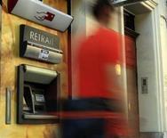 <p>Le projet de réforme bancaire que prépare le gouvernement préservera le modèle de banque universelle des établissements français mais les obligera à loger les activités spéculatives dans des entités séparées, a annoncé jeudi Pierre Moscovici. /Photo d'archives/REUTERS</p>