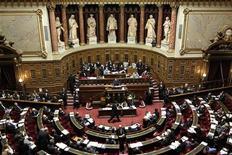 <p>Le Sénat français a rejeté jeudi par 186 voix contre 156 le projet de loi de financement de la Sécurité sociale (PLFSS) pour 2013, les communistes ayant voté contre. /Photo d'archives/REUTERS/Charles Platiau</p>