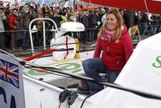 <p>Seule femme engagée dans le Vendée Globe, la Britannique Samantha Davies a annoncé que son voilier avait démâté jeudi soir au large de Madère mais a assuré ne pas être blessée. /Photo prise le 8 novembre 2012/REUTERS/Charles Platiau</p>
