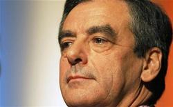 <p>A trois jours de l'élection à la présidence de l'UMP, le candidat François Fillon s'est campé jeudi soir en position de chef de l'opposition, critiquant le gouvernement et déroulant son programme de reconquête du pouvoir plutôt que de se comparer systématiquement à son adversaire Jean-François Copé. /Photo prise le 14 novembre 2012/REUTERS/Régis Duvignau</p>