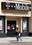 <p>Les actionnaires de Metro PCS devraient donner leur feu vert au projet de fusion avec T-Mobile USA, la filiale de Deutsche Telekom aux Etats-Unis, lors d'un vote qui sera organisé en février ou en mars, a déclaré vendredi Braxton Carter, directeur financier de l'opérateur mobile américain. /Photo d'archives/REUTERS/Fred Prouser</p>