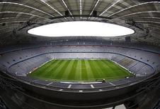 <p>Le stade du Bayern Munich, l'Allianz Arena. Le club de football allemand, actuellement en tête de la Bundesliga, a fait état jeudi des meilleurs résultats financiers de son histoire de plus d'un siècle, avec un bénéfice de 11,1 millions d'euros sur l'exercice 2011-2012 en dépit du fait que l'équipe n'a rien gagné depuis deux ans. /Photo prise le 16 avril 2012/REUTERS/Michaela Rehle</p>