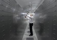 <p>Les grandes banques internationales ont annoncé quelque 160.000 suppressions d'emplois depuis le début de l'an dernier et elles ne devraient pas s'arrêter en chemin, le secteur financier dans son ensemble poursuivant une restructuration en profondeur qui passe par une fonte des effectifs de certaines activités. /Photo d'archives/REUTERS/Heinz-Peter Bader</p>