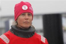 <p>Samantha Davies, seule femme en lice dans le vendée Globe, a abandonné au sixième jour de course après que son navire a démâté. /Photo prise le 10 novembre 2012/REUTERS/Stéphane Mahé</p>