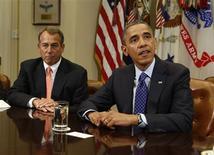 """<p>Barack Obama et les principaux dirigeants démocrates et républicains du Congrès, dont le """"speaker"""" de la Chambre des représentants, John Boehner (à gauche), ont entamé vendredi des discussions très attendues sur la fiscalité et le budget avec pour priorité affichée d'éviter une rechute de l'économie américaine dans la récession. /Photo prise le 16 novembre 2012/REUTERS/Larry Downing</p>"""