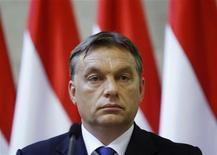 <p>Le Premier ministre hongrois Viktor Oban. L'espoir de la Hongrie de se voir attribuer une aide de l'Union européenne (l'UE) et du Fonds monétaire international (FMI) après un an d'âpres négociations pourrait bien s'être tout bonnement évanoui vendredi, Budapest annonçant une série de mesures budgétaires allant à l'encontre des recommandations faites par le FMI et l'UE. /Photo prise le 25 juillet 2012/REUTERS/Bernadett Szabo</p>