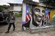 <p>Dans une rue de Rangoun, en Birmanie. Le président Barack Obama entame samedi un déplacement de trois jours qui le mènera en Birmanie, en Thaïlande et au Cambodge, sa première visite à l'étranger depuis sa réélection le 6 novembre. /Photo prise le 17 novembre 2012/REUTERS/Soe Zeya Tun</p>