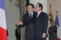 <p>Francois Hollande et José Manuel Barroso. François Hollande a fait part samedi à José Manuel Barroso de son souhait de parvenir la semaine prochaine à un accord sur le budget de l'Union européenne préservant la politique agricole commune (PAC) et la politique de cohésion. /Photo prise le 17 novembre 2012/REUTERS/John Schults</p>