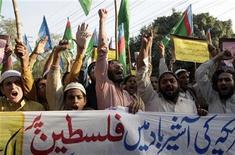 <p>Simpatizantes del grupo Jamiat Talaba, una organización de estudiantes relacionada con el grupo político islámico más importante de Pakistán, el Jamaat-e-Islami, gritan consignas en contra de Estados Unidos e Israel durante una manifestación en Lahore, Pakistán. 20 noviembre, 2012. El secretario general de la ONU pidió el martes un alto el fuego inmediato en la Franja de Gaza, mientras la secretaria de Estado estadounidense, Hillary Clinton, se dirigía a la región con el mensaje de que una escalada en este conflicto que ya dura una semana no interesa a nadie. REUTERS/Mohsin Raza</p>
