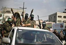 <p>Militantes de Hamas celebran lo que consideran una victoria sobre Israel tras ocho días de conflicto durante una concentración en el norte de la Franja de Gaza. 22 de noviembre, 2012. La tregua entre Israel y los palestinos de Hamas se comenzó a afianzar el jueves tras ocho días de conflicto en Oriente Medio, pese a que la profunda desconfianza entre ambas partes pone en duda el tiempo que puede durar el acuerdo patrocinado por Egipto. REUTERS/Suhaib Salem</p>