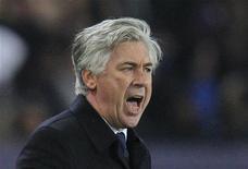<p>S'il est rassuré par la victoire des Parisiens mercredi à Kiev (2-0) et par celle enregistrée samedi à domicile face à Troyes (4-0), Carlo Ancelotti n'en joue pas moins la carte de la prudence. Pour le technicien italien, la crise n'est pas encore derrière le PSG. /Photo prise le 24 novembre 2012/ REUTERS/Gonzalo Fuentes</p>