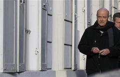 """<p>La médiation d'Alain Juppé dans la crise déclenchée à l'UMP par l'élection contestée à la présidence du parti a échoué dimanche et le conflit entre Jean-François Copé et François Fillon menace de s'aggraver lourdement en arrivant devant les tribunaux, ce dernier ayant l'intention de demander à la justice """"rétablir la vérité des résultats"""". /Photo prise le 25 novembre 2012/REUTERS/Gonzalo Fuentes</p>"""