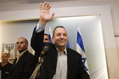<p>Au centre de l'échiquier politique israélien depuis de nombreuses années, Ehud Barak, qui a pris les rênes du ministère de la Défense en 2007, a annoncé lundi son retrait de la vie politique après les élections législatives du 22 janvier. /Photo prise le 26 novembre 2012/REUTERS/Nir Elias</p>