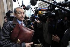 <p>Un huissier mandaté par François Fillon s'est présenté lundi matin au siège de l'UMP à Paris dans le cadre d'une saisie conservatoire des documents électoraux du scrutin controversé pour la présidence de l'UMP. /Photo prise le 26 novembre 2012/REUTERS/Pascal Rossignol</p>