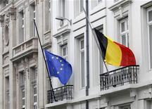 <p>Les coûts d'emprunt de l'Etat belge sont tombés lundi à des plus bas record lors de la dernière adjudication de l'année, qui a permis à la Belgique de lever de nouveaux fonds pour l'année 2013. /Photo prise le 16 mars 2012/REUTERS/Yves Herman</p>