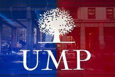 <p>Alors que la crise à l'UMP a d'ores et déjà commencé à remodeler le paysage politique français, les membres du principal parti de droite ne peuvent plus guère compter que sur Nicolas Sarkozy pour éviter l'implosion. /Photo d'archives/REUTERS/Charles Platiau</p>