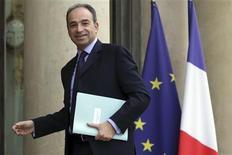 <p>Jean-François Copé, dont l'élection à la tête de l'UMP a été confirmée lundi par les instances du principal parti de la droite française, a opposé mardi une fin de non recevoir à François Fillon et ses amis, qui exigent l'organisation d'un nouveau vote des militants. /Photo prise le 27 novembre 2012/REUTERS/Philippe Wojazer</p>