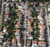 """<p>L'impact économique du chauffage électrique en France est """"désastreux"""" et démontre l'urgence d'une véritable transition énergétique, a dénoncé mardi l'UFC-Que choisir dans une étude publiée deux jours avant le lancement du débat sur l'énergie. Les radiateurs électriques chauffent un tiers des logements. /Photo d'archives/REUTERS/Charles Platiau</p>"""
