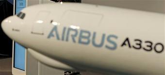 <p>Lors d'une cérémonie près de Toulouse, Corsair a réceptionné mardi un A330-300 d'Airbus, son premier avion neuf depuis 1999 et symbole de sa volonté de se détacher de son image de charter pour monter en gamme. /Photo d'archives/REUTERS</p>