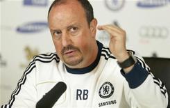 <p>Le nouvel entraîneur de Chelsea, Rafael Benitez, dit comprendre les supporters qui lui ont déjà manifesté leur hostilité et espère les faire changer d'avis en gagnant des matches. Les supporters des Blues tiennent rigueur à Benitez d'avoir dit, lorsqu'il était à Liverpool, que jamais il n'entraînerait leur équipe. /Photo prise le 27 novembre 2012/REUTERS/Eddie Keogh</p>