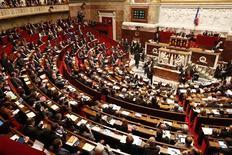 <p>Les députés français ont adopté mardi - majorité contre opposition - le nouveau texte sur le logement social qui remplace celui qui avait été censuré le 24 octobre par le Conseil constitutionnel pour non respect de la procédure parlementaire. /Photo prise le 27 novembre 2012/REUTERS/Benoît Tessier</p>